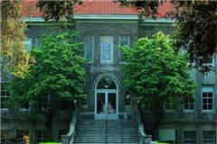 加州拉文大学和密西西比州立大学实力比较