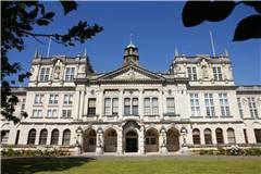 卡迪夫大学和伦敦大学玛丽皇后学院实力比较