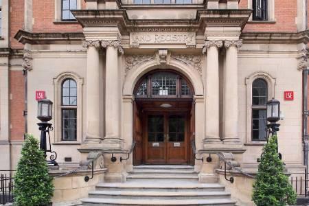 伦敦政经学院排名第15(2018年卫报英国大学排名)