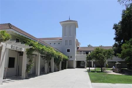 加州拉文大学排名第159(2018年USNEWS美国大学排名)