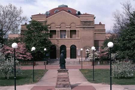 南伊利诺伊大学卡本代尔校区排名第226(2019年USNEWS美国大学排名)